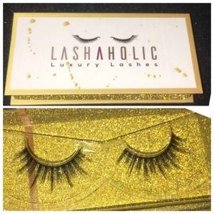 Lashaholic luxury lashes!!